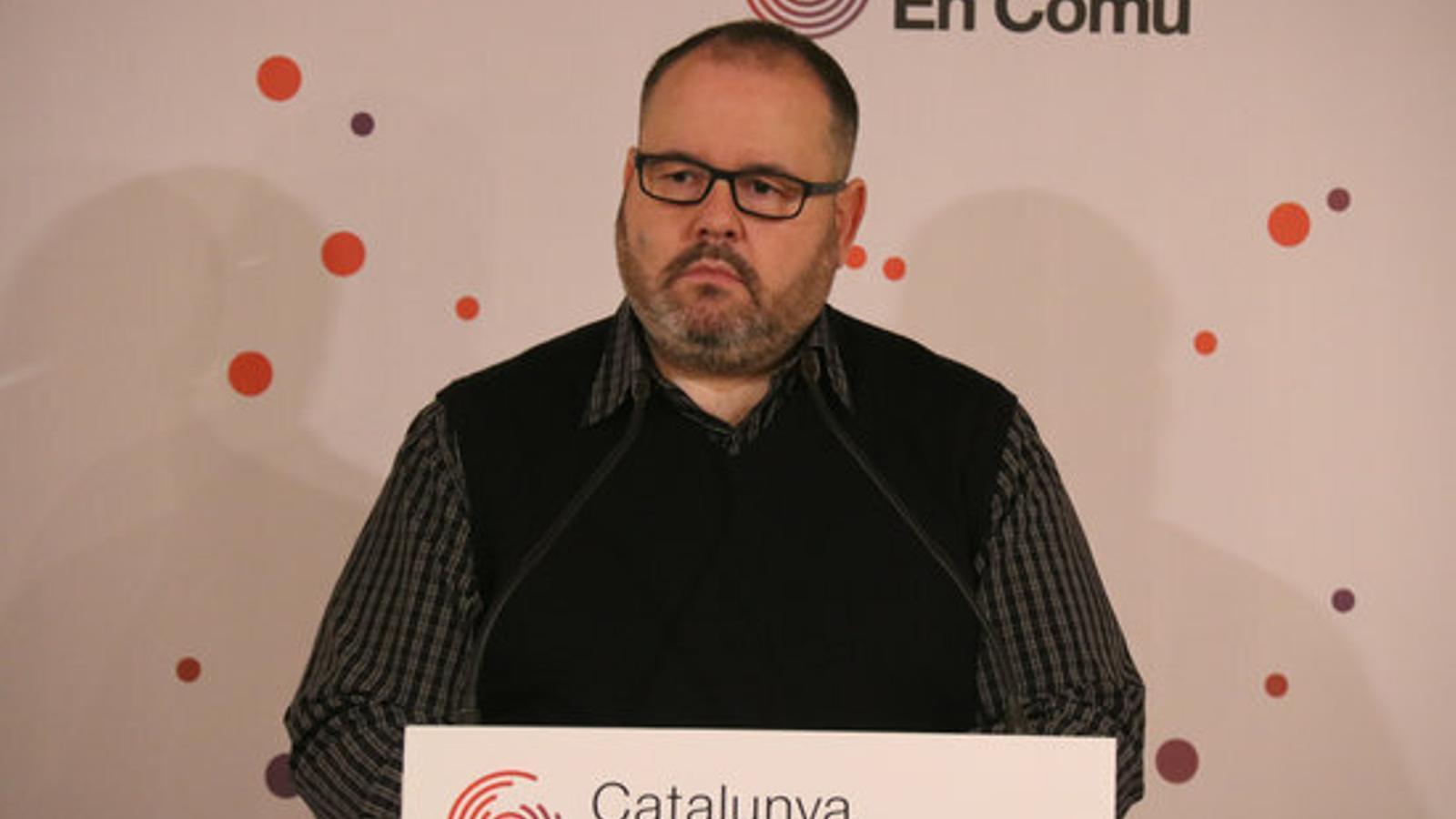 El portaveu de Catalunya en Comú, Joan Mena, aquest dilluns en roda de premsa