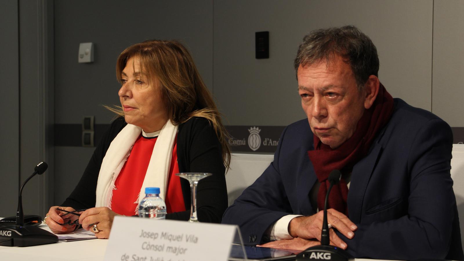 La cònsol major d'Andorra la Vella, Conxita Marsol, i el cònsol major de Sant Julià, Josep Miquel Vila, durant la roda de premsa posterior a la reunió de cònsols celebrada aquest dimarts. / M. P. (ANA)