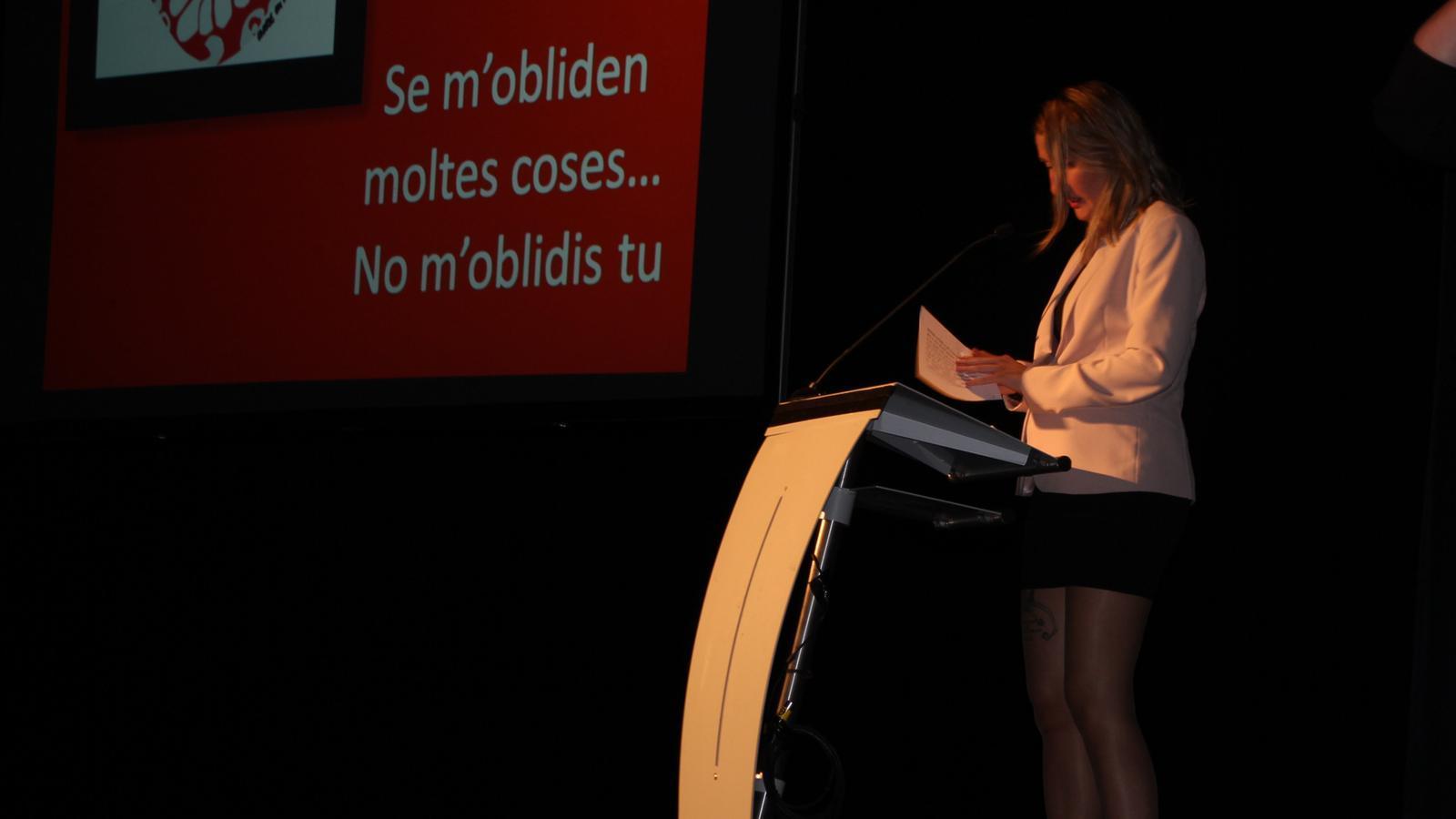 Montserrat Valls, presidenta de l'associació, durant el discurs. / A. S.