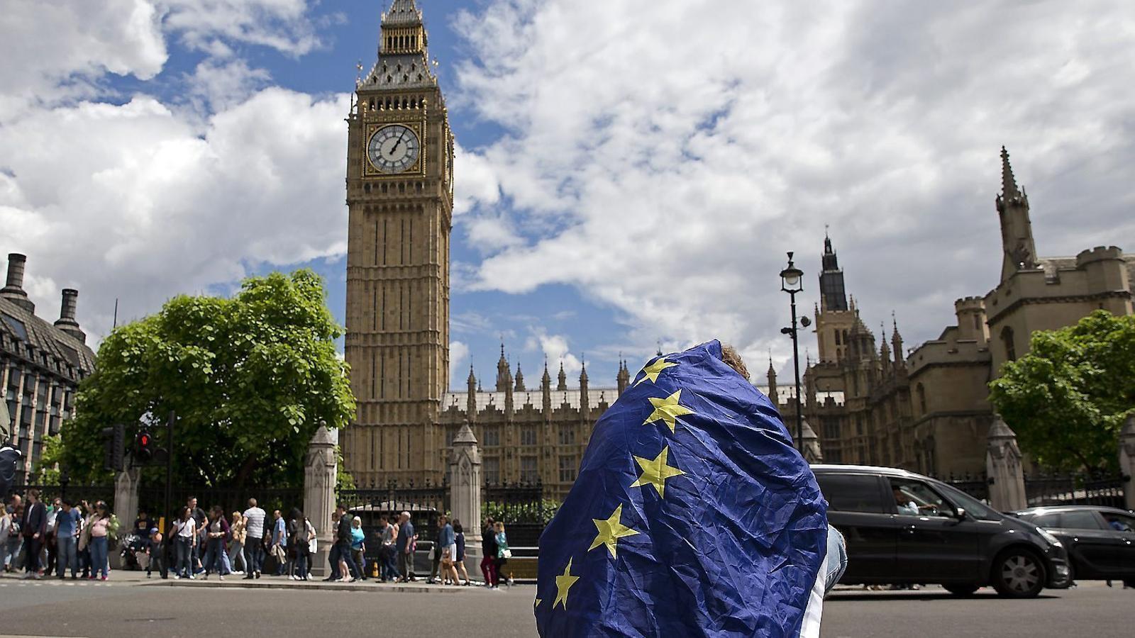 Westminster va ser l'escenari d'una manifestació proeuropea ahir, l'endemà de saber-se que el Regne Unit ha enfilat el camí de sortida de la UE.
