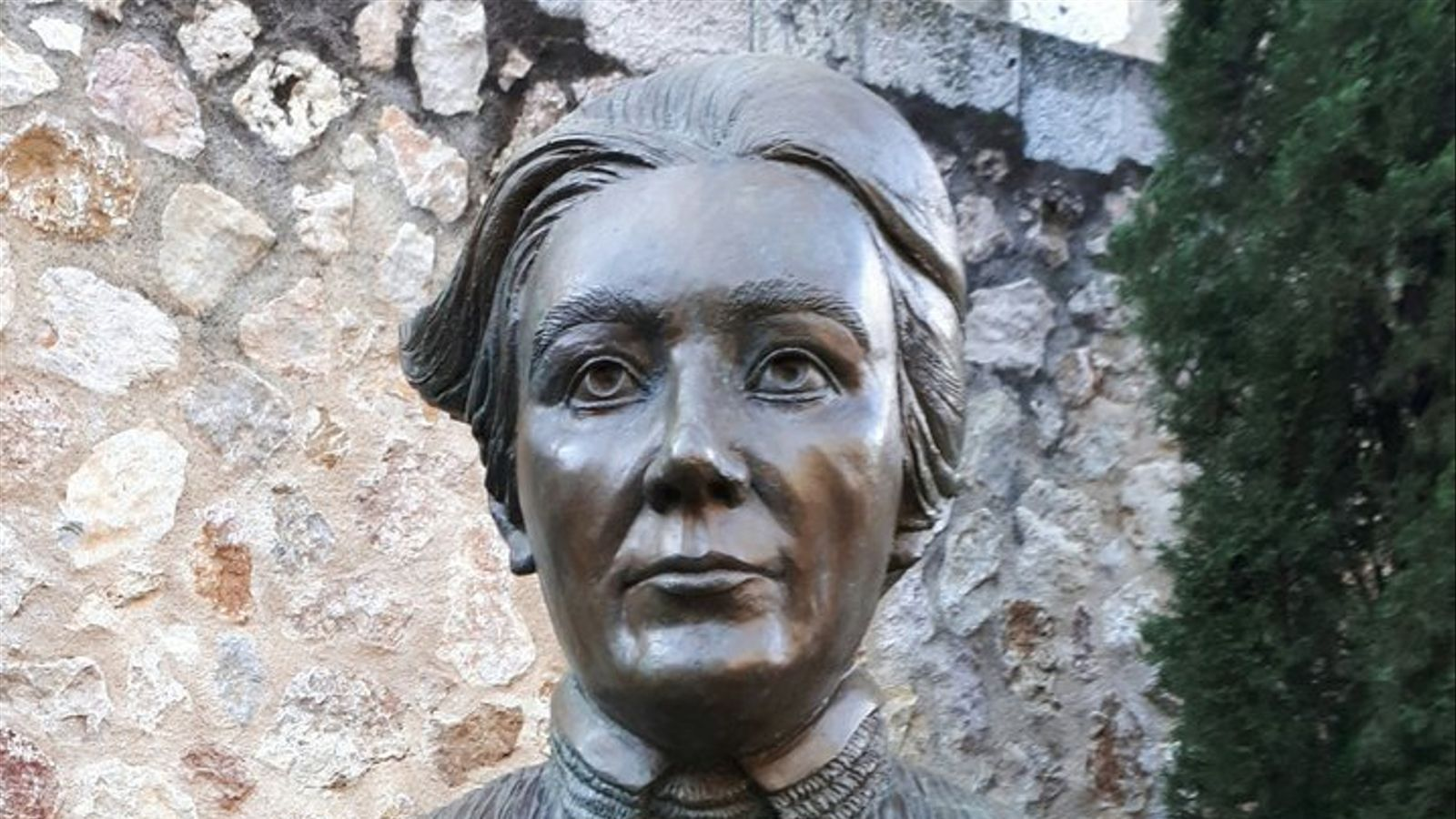 El bust de Clara Hammerl, obra de Georgina Gamundí.