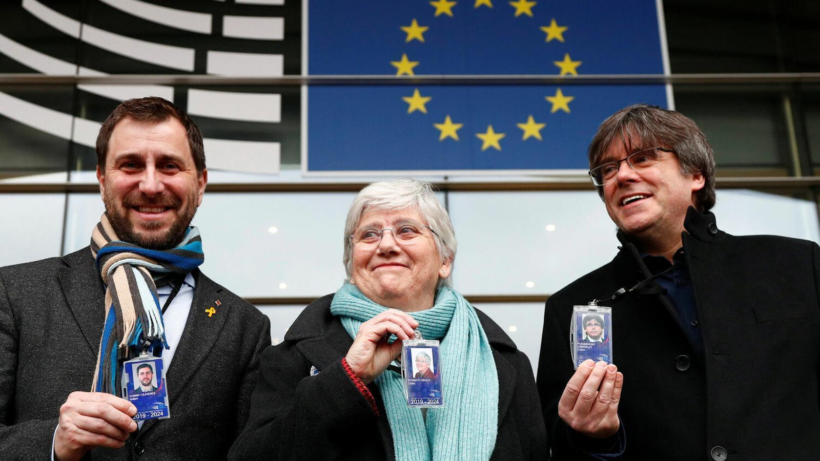 Puigdemont i Comín acompanyant Ponsatí a recollir l'acreditació