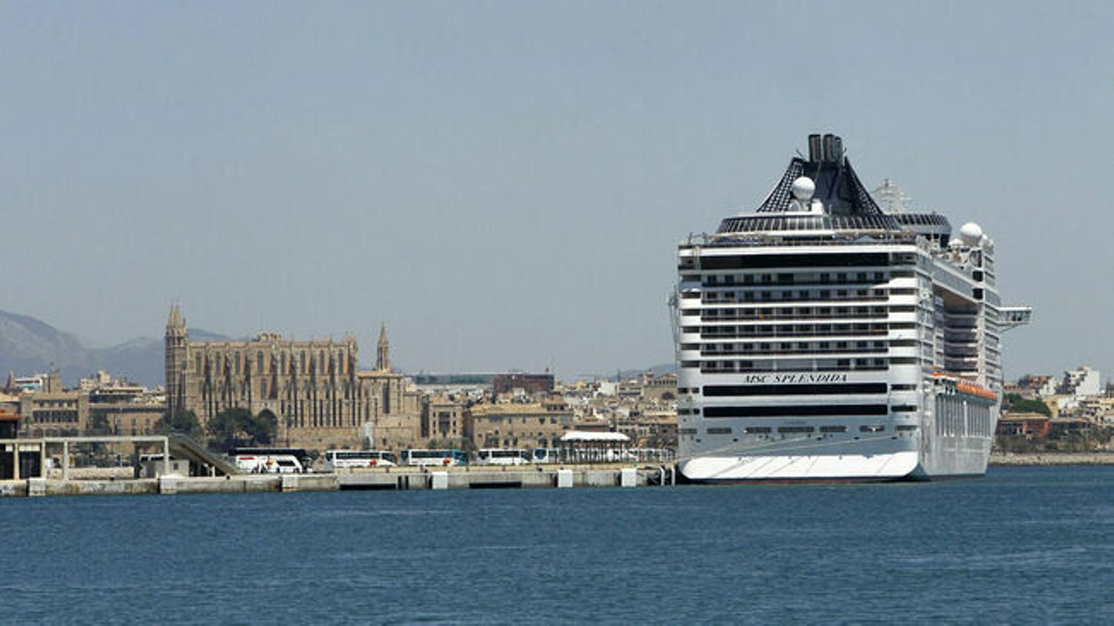 Imatge d'arxiu d'un megacreuer al port de Palma
