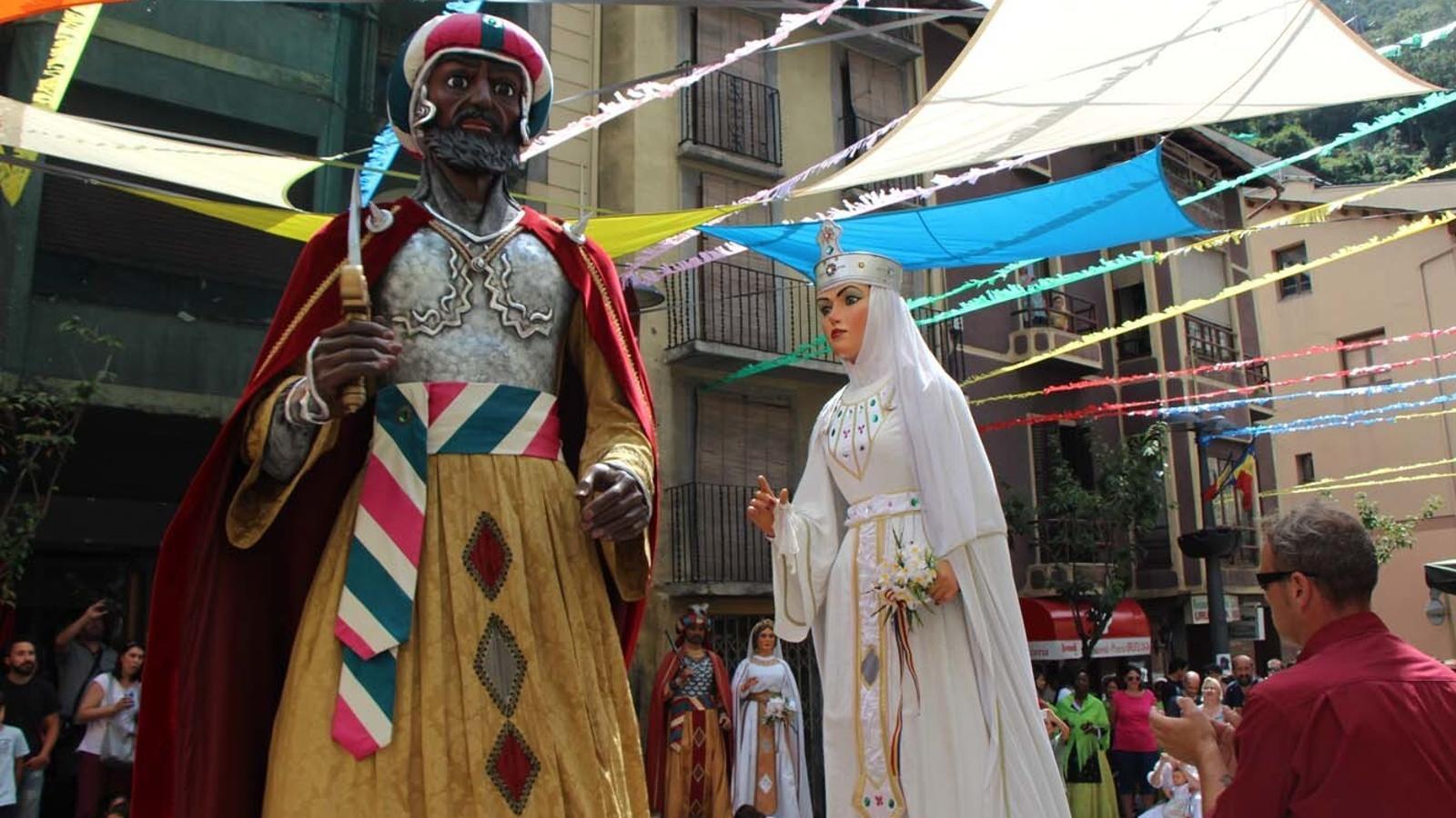 Ball de gegants de Sant Julià de Lòria, el Rei Moro i la Dama Blanca. / ARXIU ANA