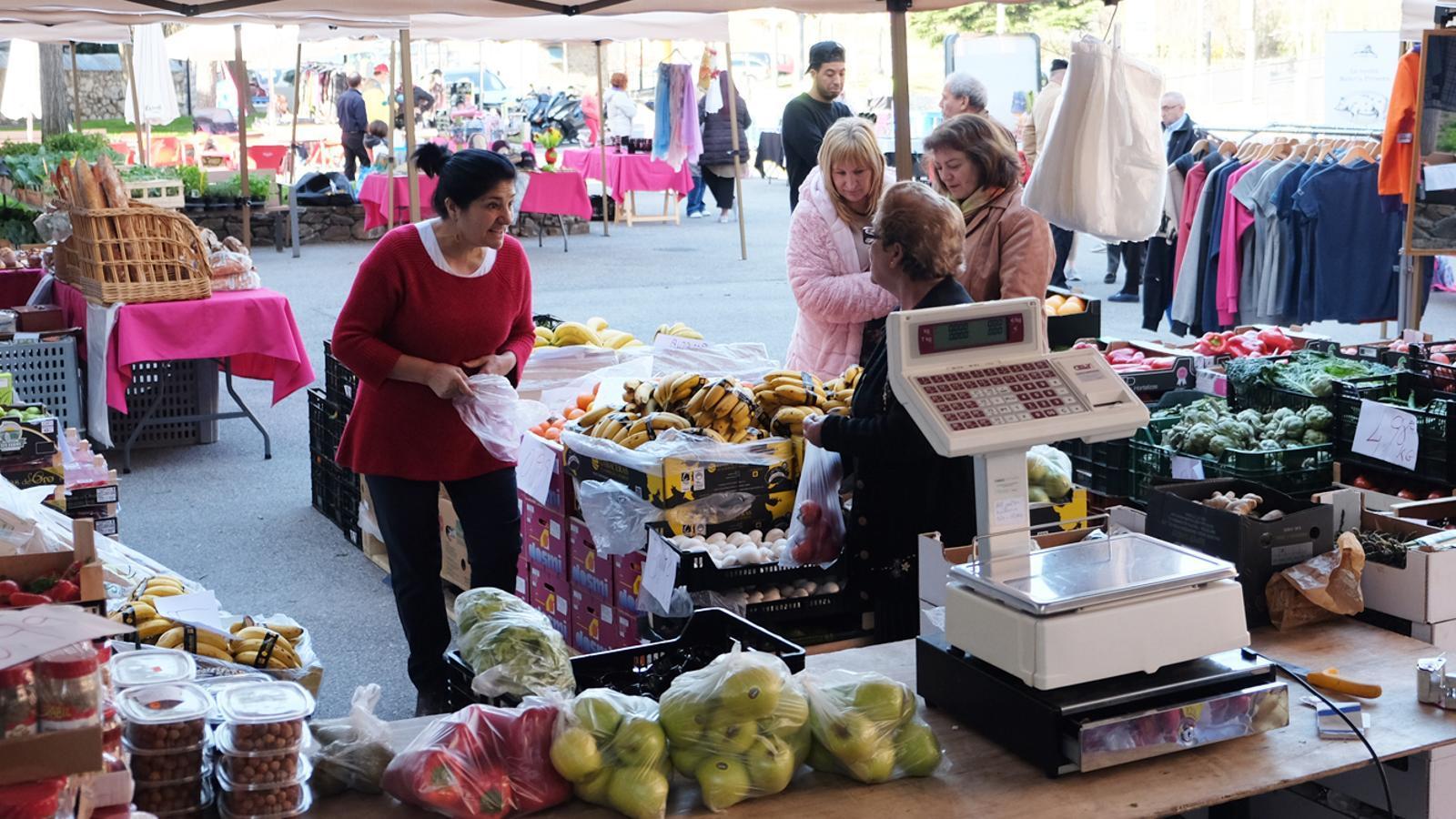La fruita i la verdura és un dels principals reclams del mercat. / M. T.  (ANA)