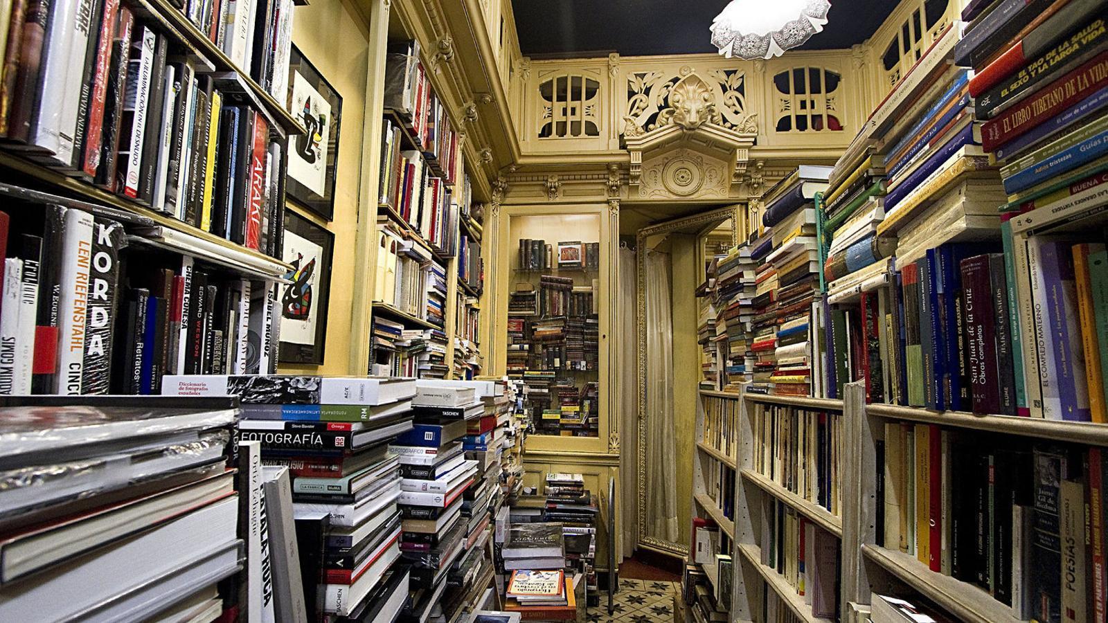 Imatge d'arxii d'una llibreria.