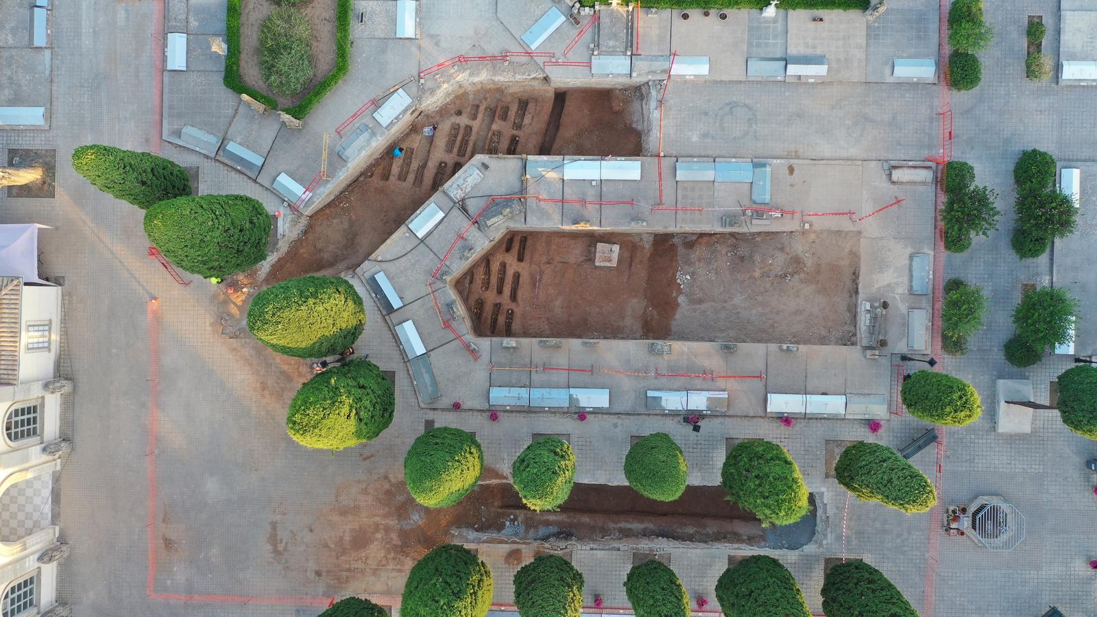 Foto aèria de les tres zones excavades al cementeri de Son Coletes.
