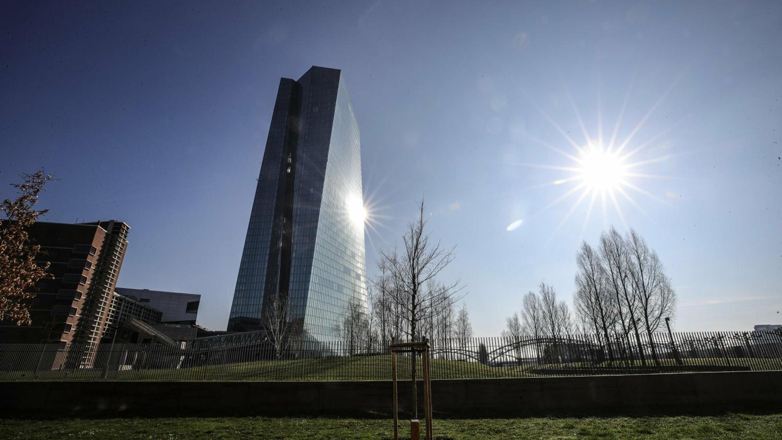 El BCE trenca tots  els tabús per salvar l'economia del Covid-19