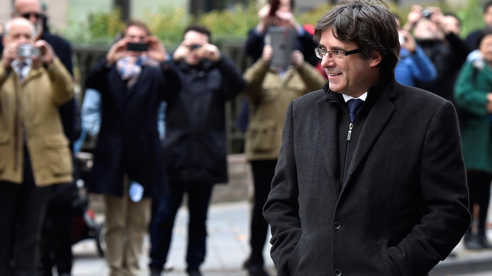 Puigdemont entrant al Club de Premsa de Brussel·les
