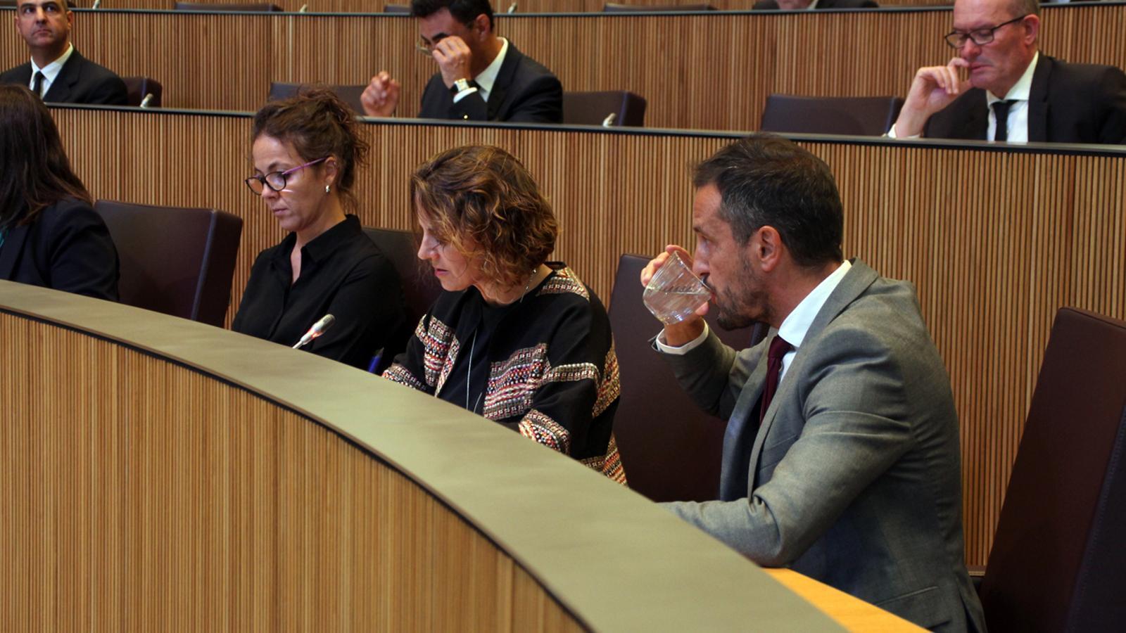Els consellers del PS, Rosa Gili i Pere López, a la sessió de Consell General d'aquest dimarts. / M. P. (ANA)