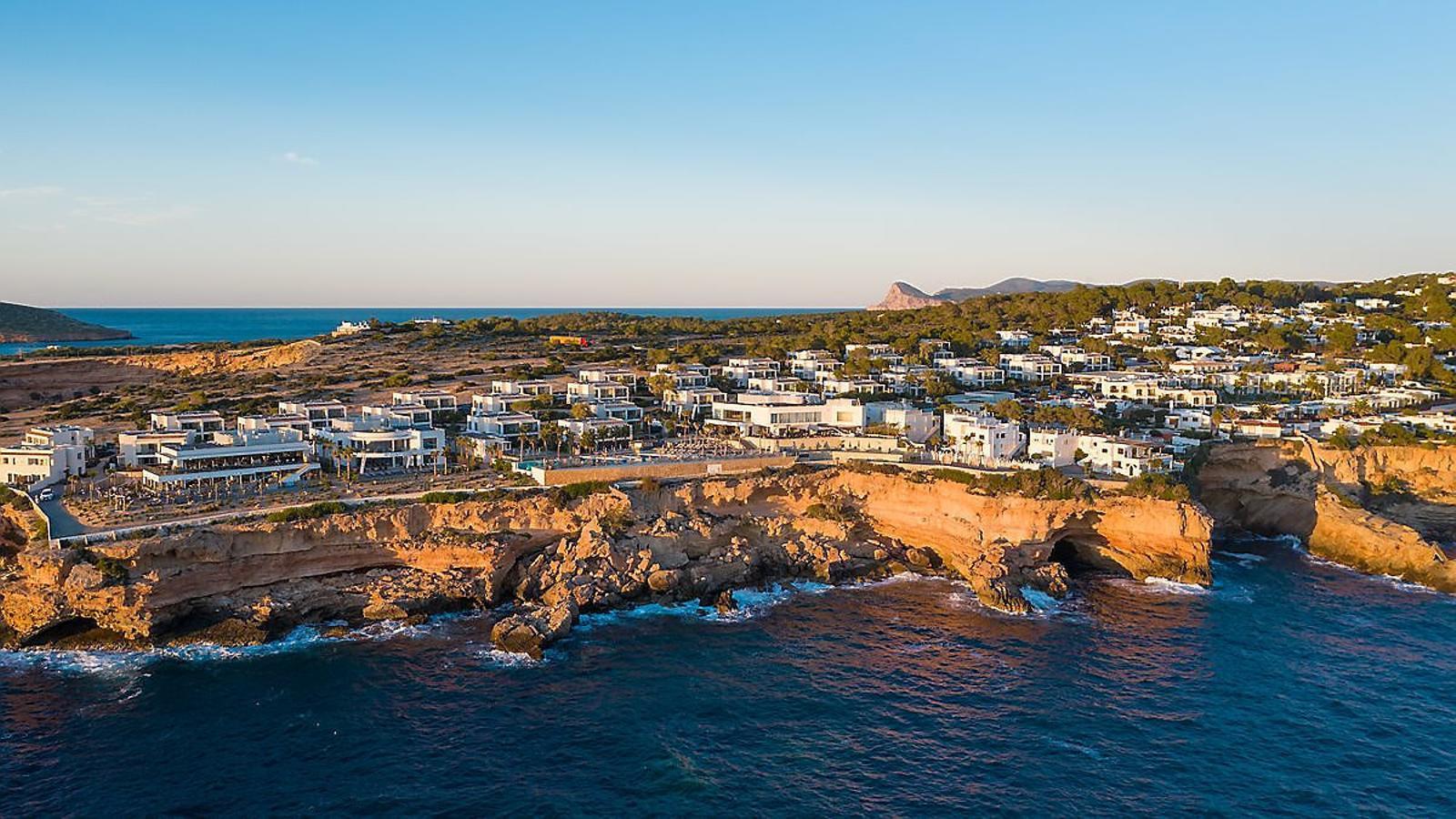 Un país per confinar-s'hi 7 Pines Ibiza El luxe més segur   Té grans vistes  a Es Vedrà