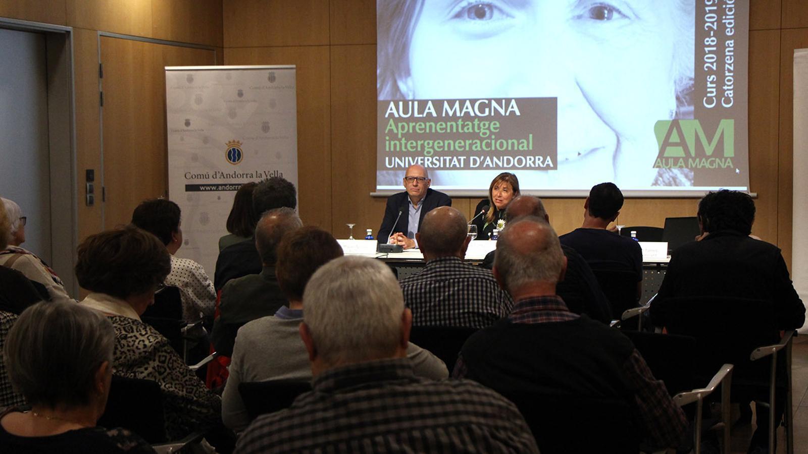 El rector de la Universitat d'Andorra, Miquel Nicolau, i la cònsol major d'Andorra la Vella, Conxita Marsol, en un moment de la cloenda de l'Aula Magna. / M. F. (ANA)