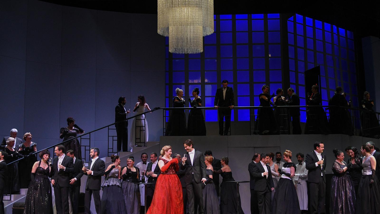 Un moment de l'assaig general de 'La Traviata' a La Faràndula.