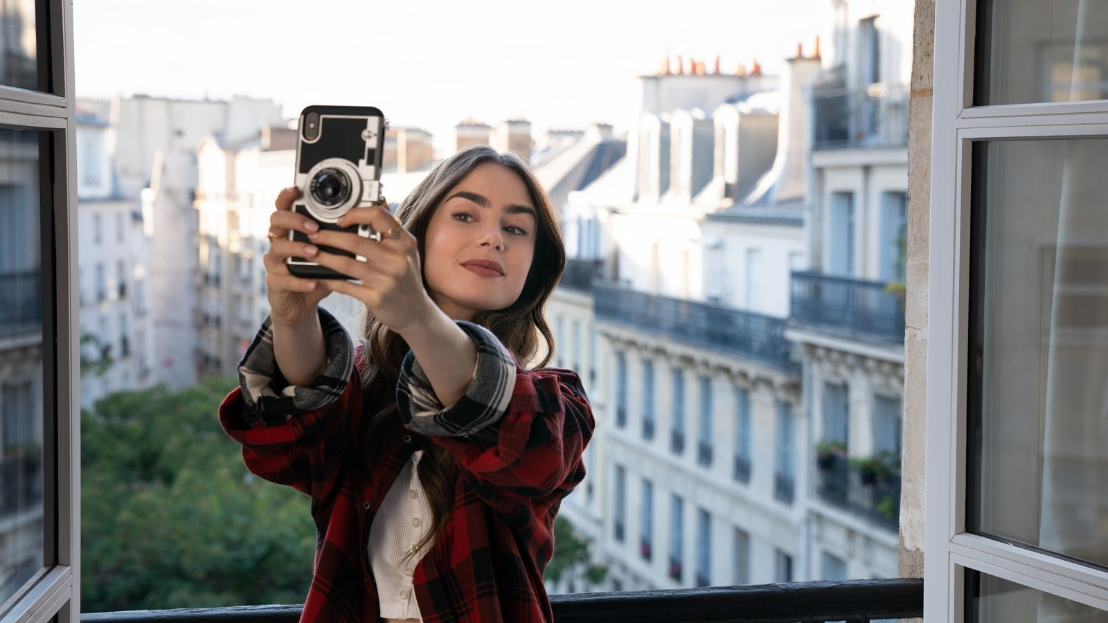 Lily Collins a 'Emily in Paris'