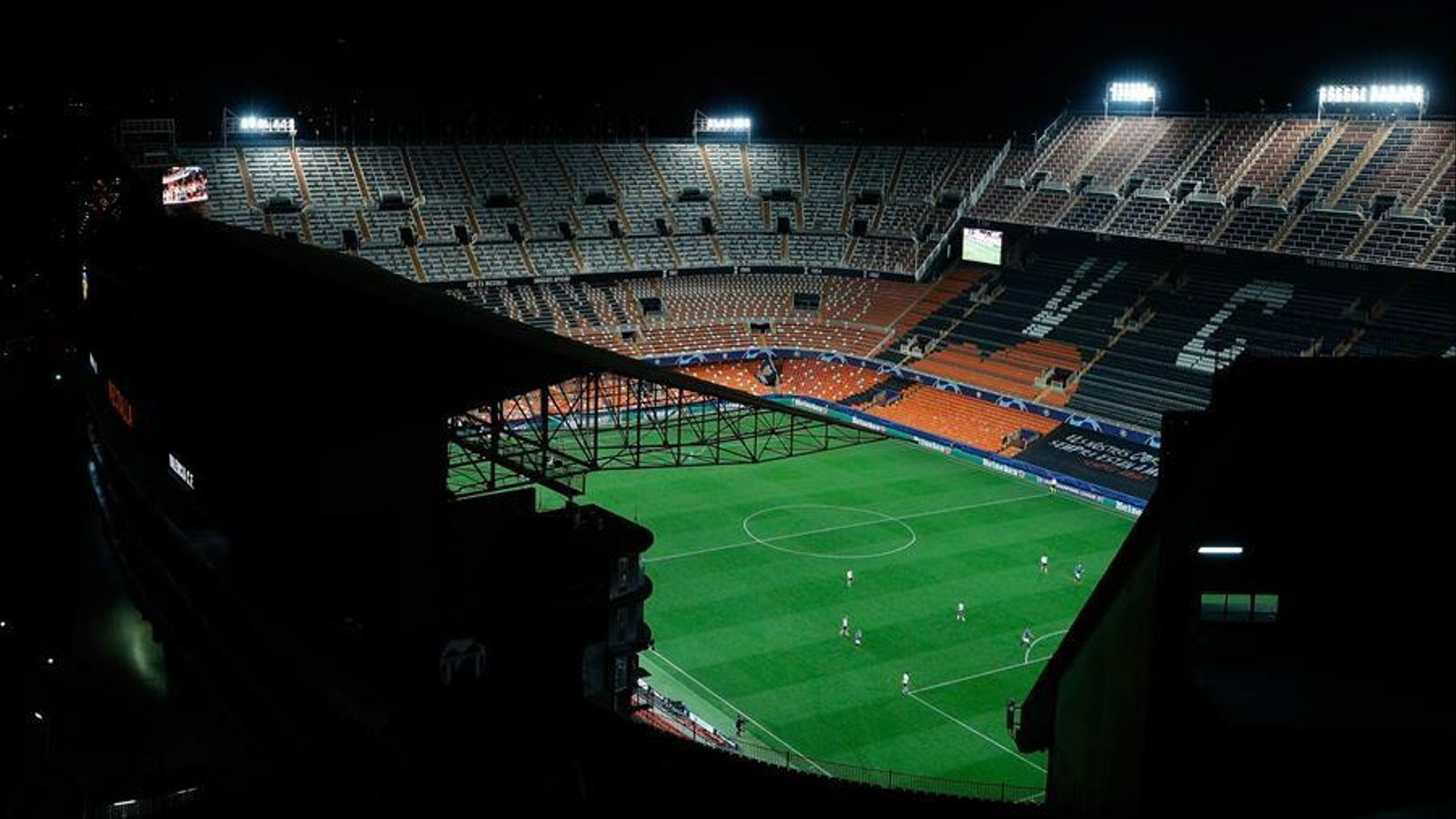 L'estadi de Mestalla durant l'últim partit de Lliga de Campions a porta tancada