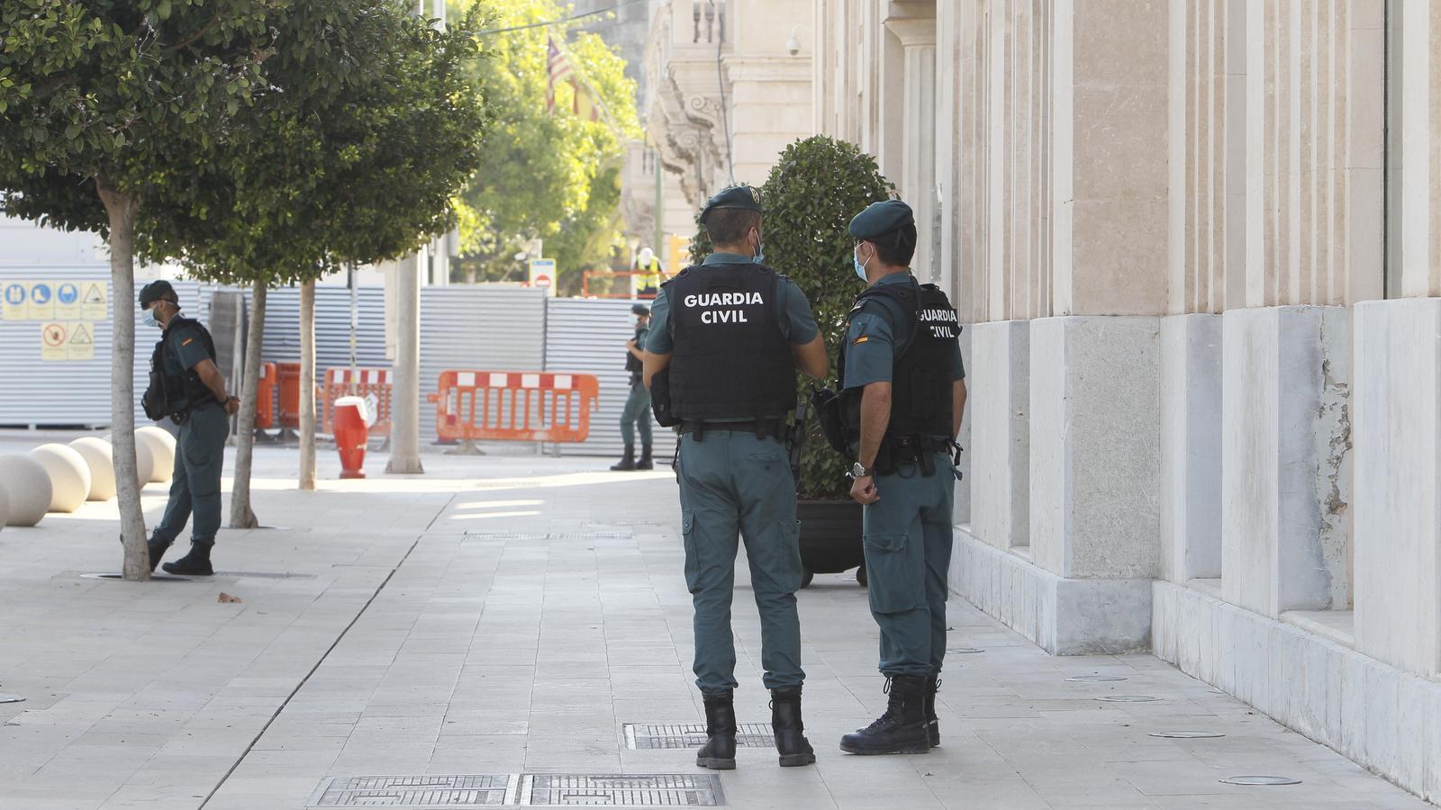 Efectius de la Guàrdia Civil./ ARXIU