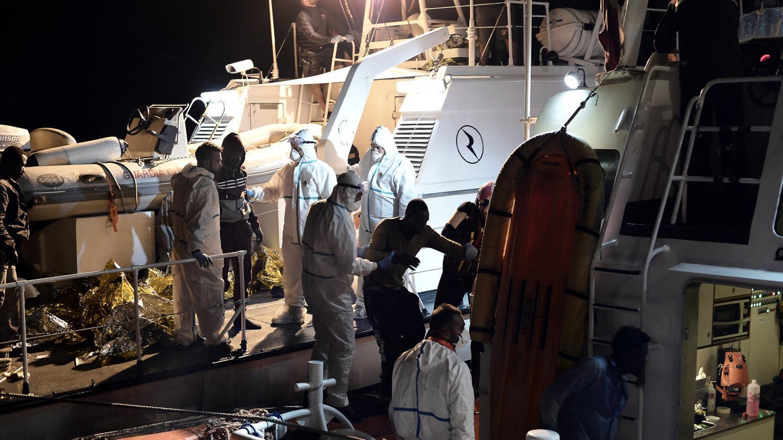 Itàlia tanca els ports a 629 migrants rescatats per una ONG
