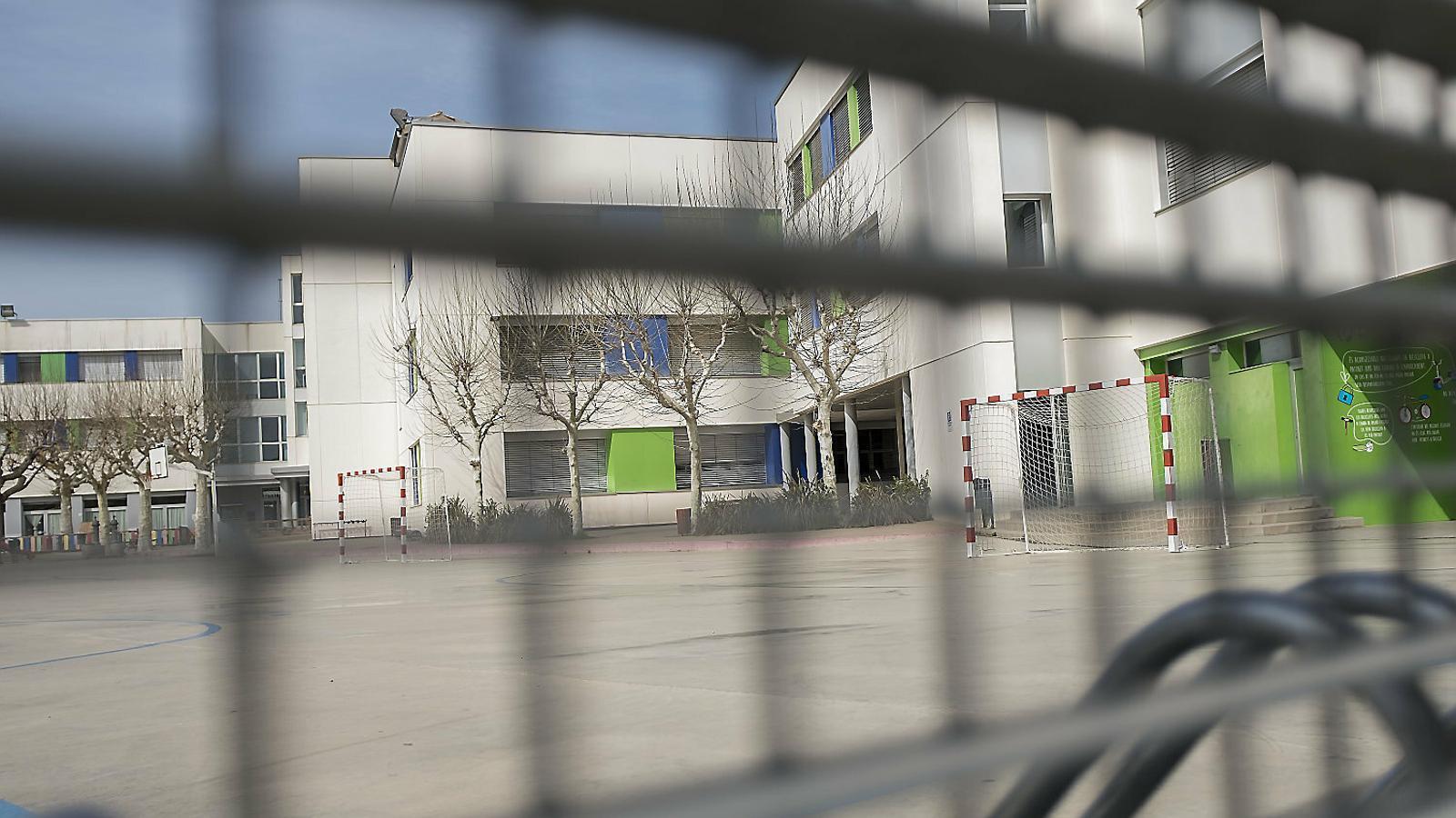 Instituts, escoles i campus, tancats