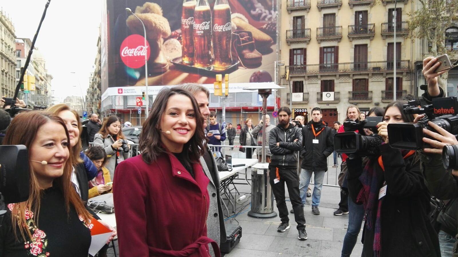 Arrimadas a la plaça Universitat