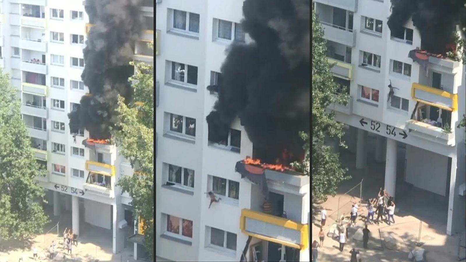 Un coixí de braços salva dos menors que salten d'un tercer pis en flames