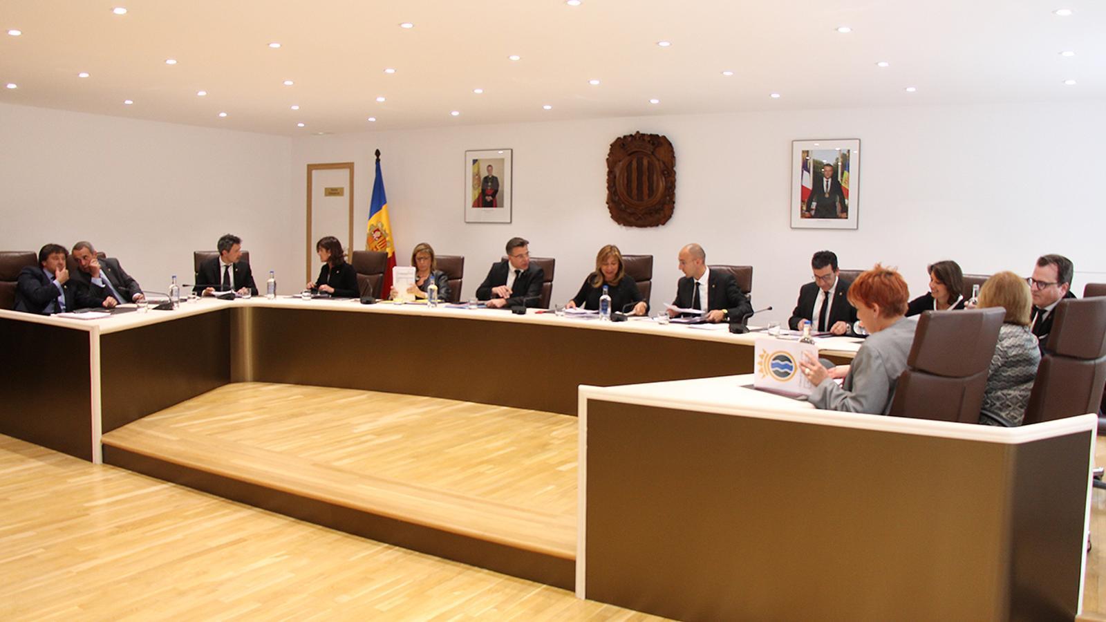 Els conselles comunals durant la sessió del consell de comú d'Andorra la Vella. / M. M. (ANA)