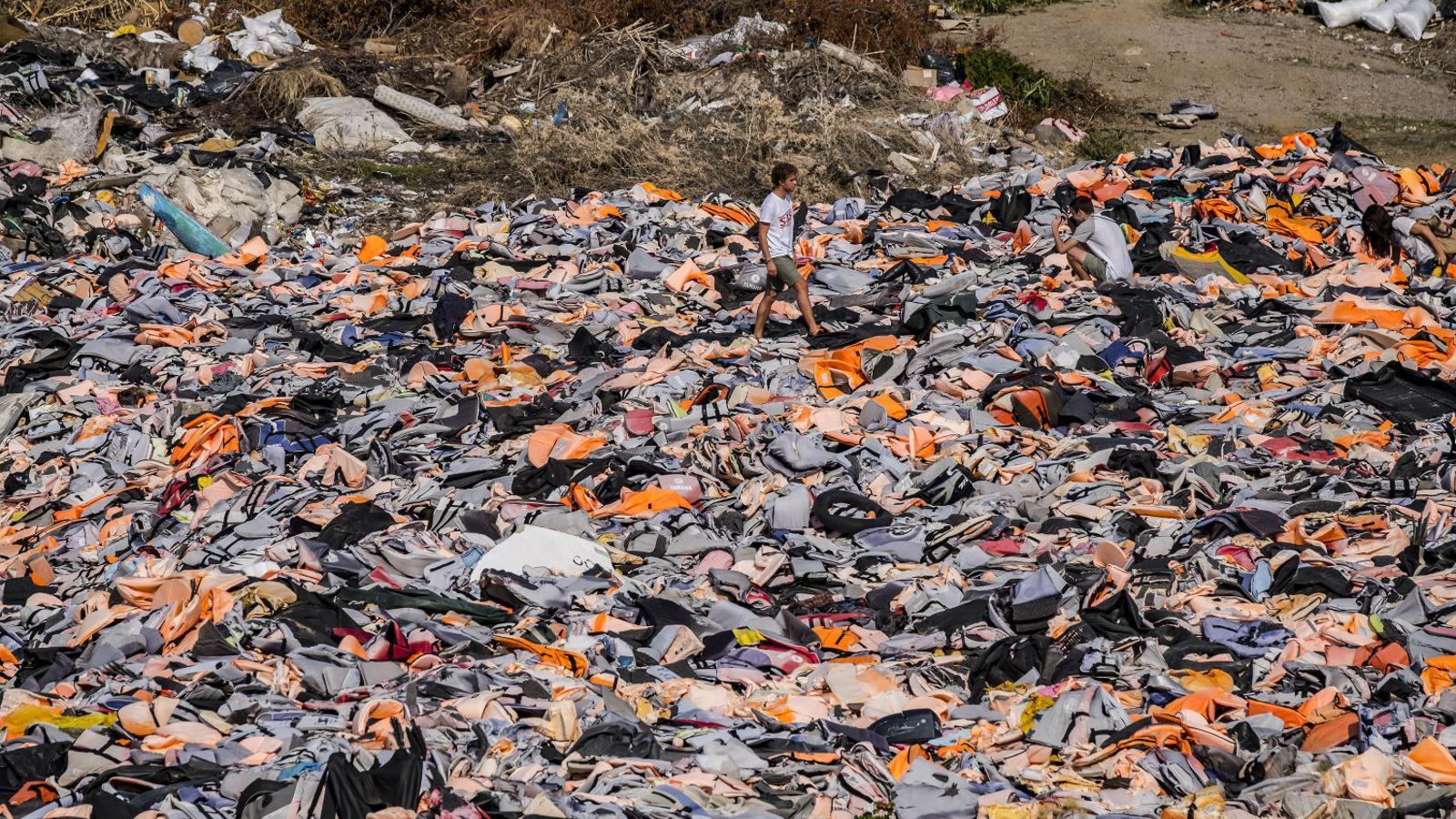 Un mar d'armilles per reflotar l'ajuda als refugiats