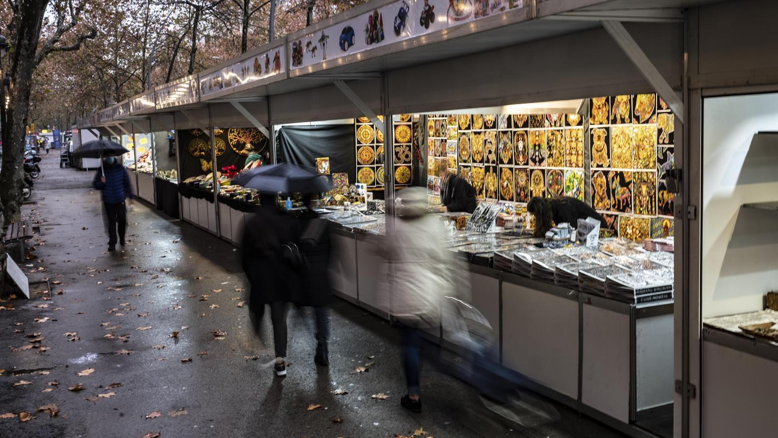 Parades a la Gran Via de Barcelona, una de les fires de Nadal