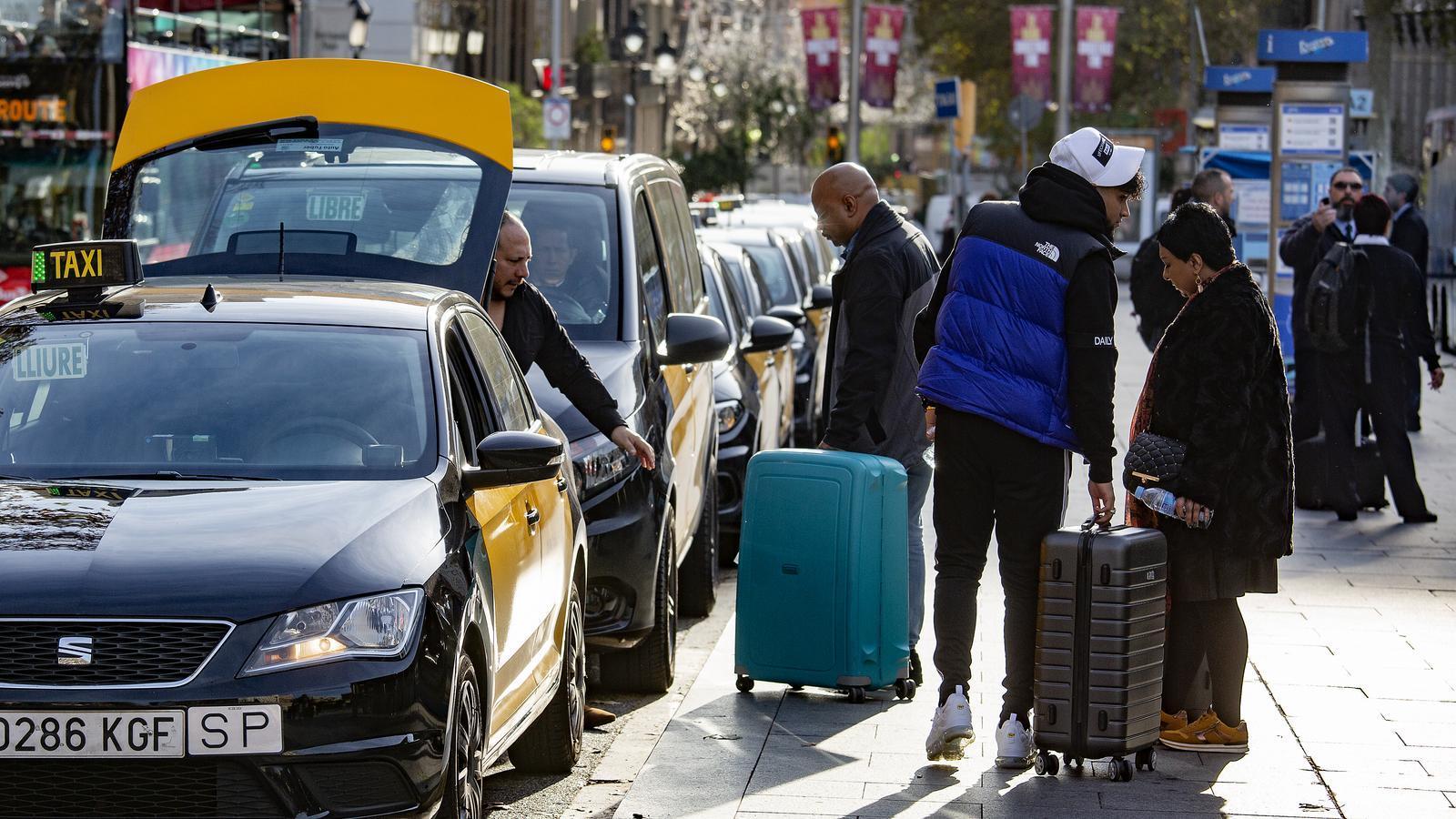 El sector del taxi amenaça amb noves mobilitzacions abans del MWC