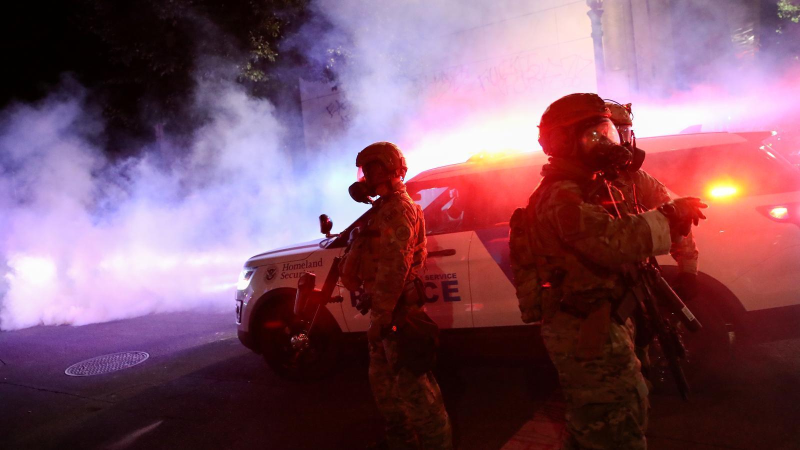 Agents federals desplegats al mig de la protesta nocturna de Portland