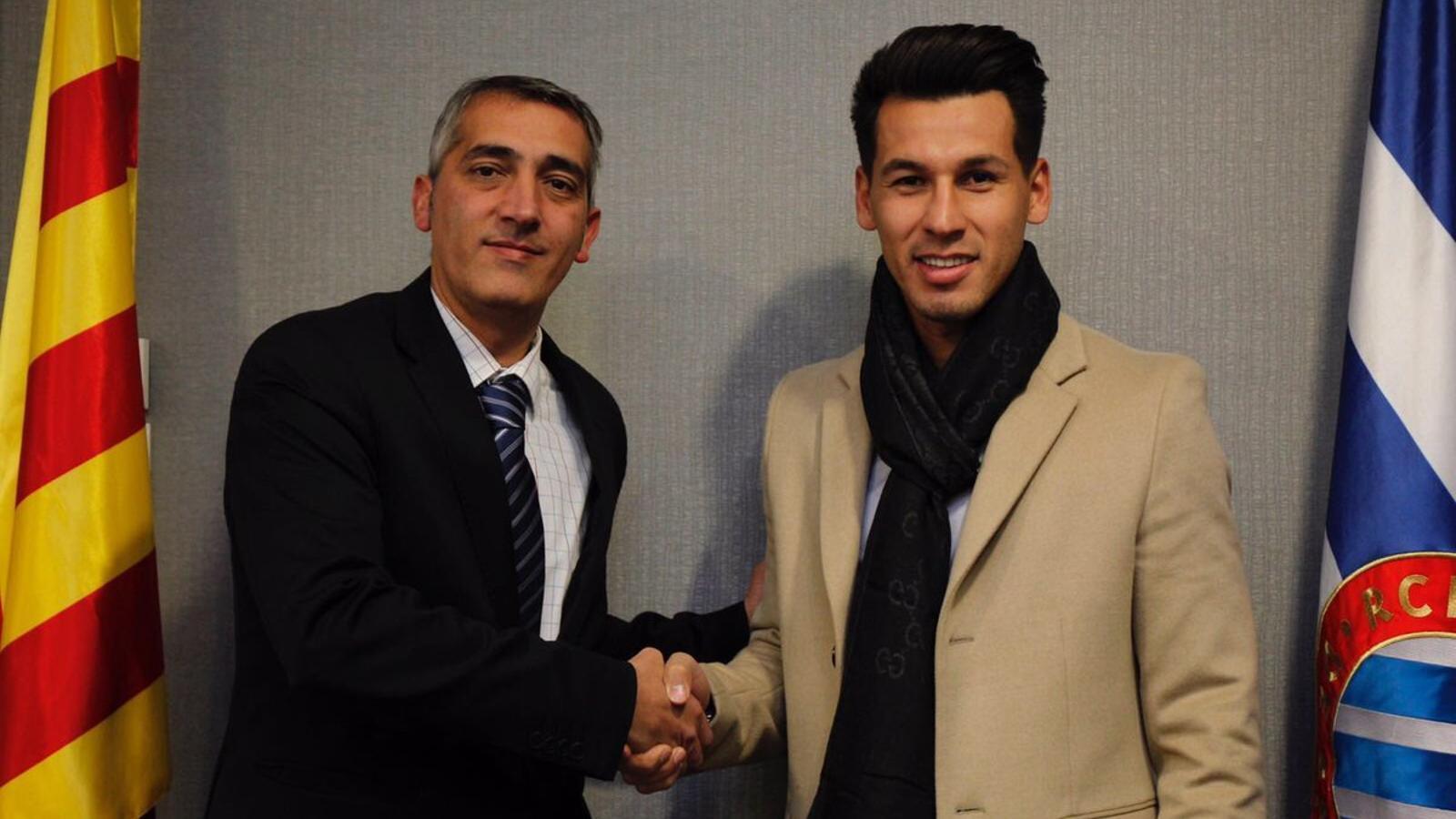 Hernán Pérez signa el nou contracte amb el conseller delegat Ramon Robert