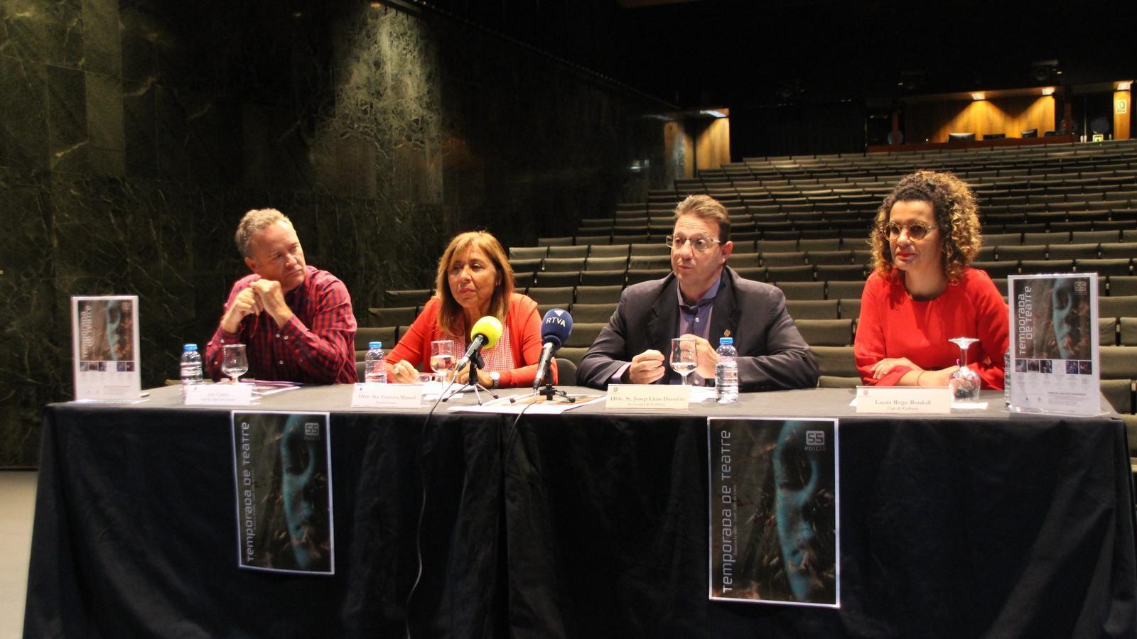 Jan Cartes, cap de l'àrea de Cultura, Conxita Marsol, cònsol Major d'Andorra la Vella, Josep Lluís Donsión, conseller de Cultura i Laure Rogé, cap de Cultura. / M. R. F.