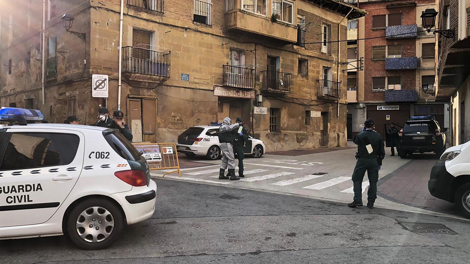 Agents de la Guàrdia Civil, al municipi d'Haro, a La Rioja
