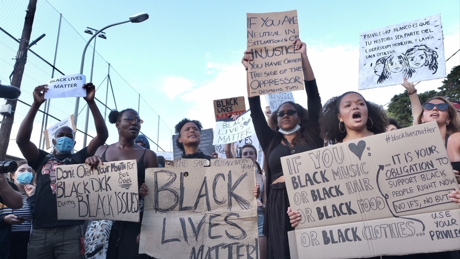El lema que més s'ha repetit ha sigut 'Black lives matter': en català, 'Les vides negres són importants'