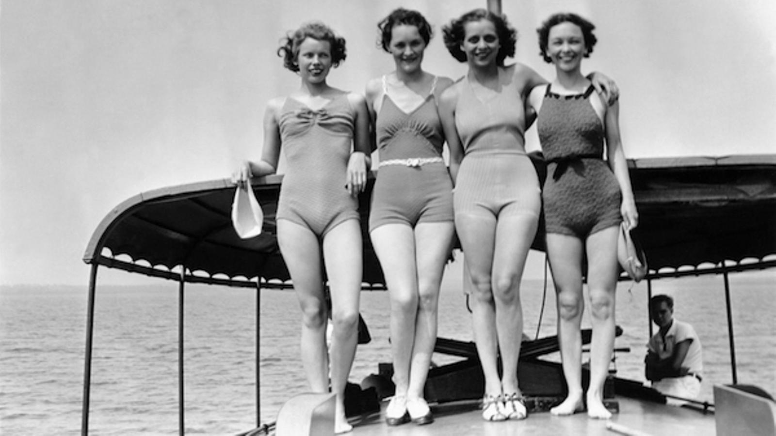 Quatre noies en banyador fa dècades