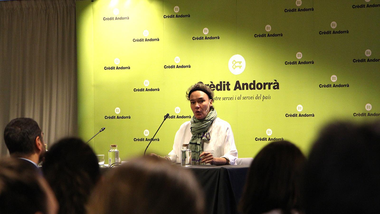 Carmen Malvar, durant la xerrada que ha ofert aquest dimarts a la tarda a Crèdit Centre. / M. M. (ANA)
