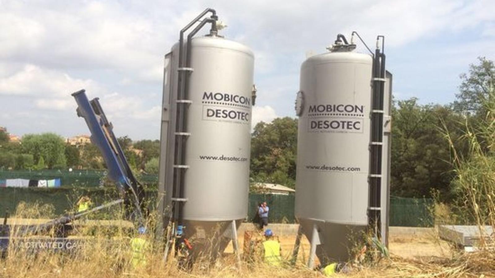 Els dos filtres de carbó actiu instal·lats al dipòsit de subministrament d'aigua de la Bisbal d'Empordà i Forallac / ACN