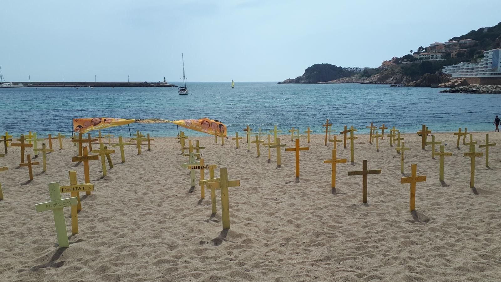 Resultat d'imatges de creus grogues platja
