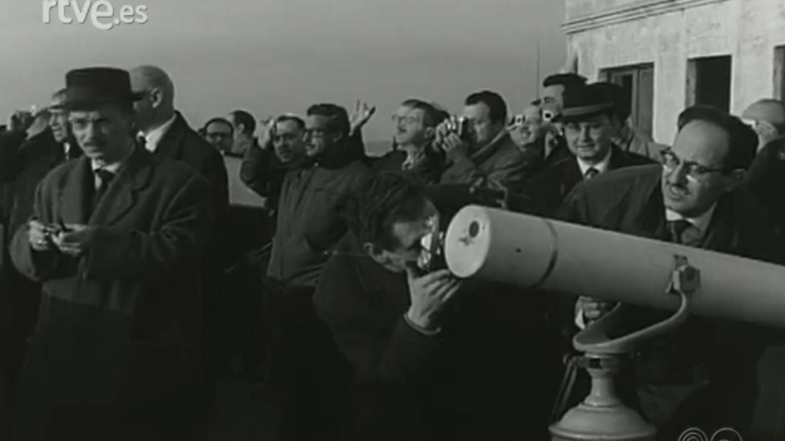 No-Do del 21 de febrer del 1961, amb un reportatge sobre l'eclipsi de Sol a Mataró