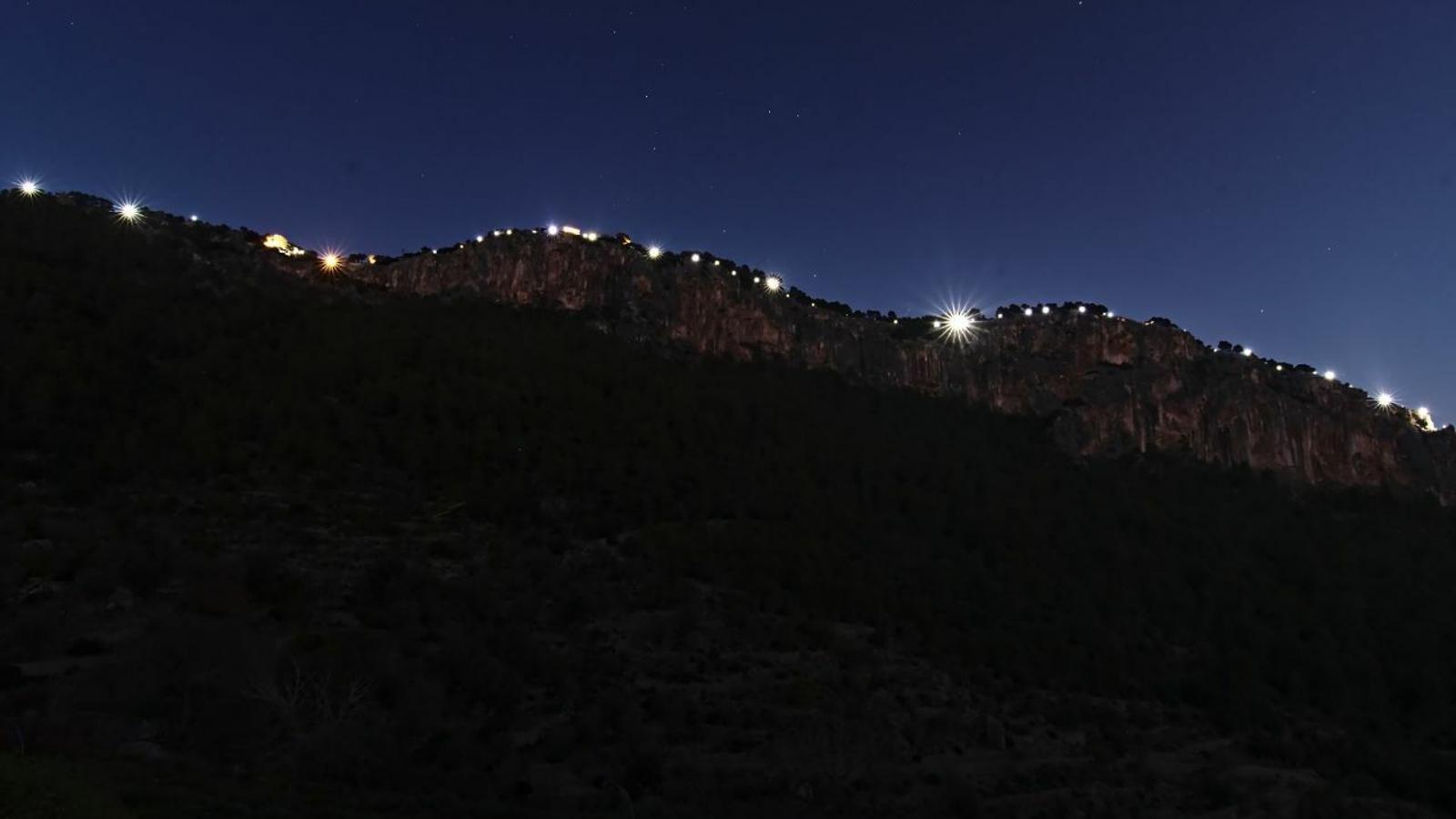 La muntanya il·luminada. / LLUMS PER LA LLIBERTAT