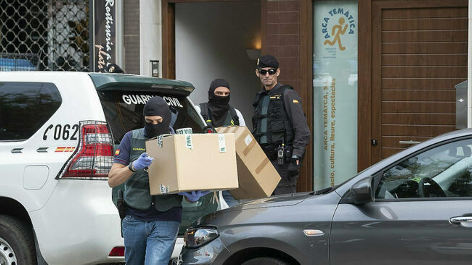 El sumari dels CDR apunta que els detinguts es van plantejar ocupar el Parlament en connivència amb Presidència