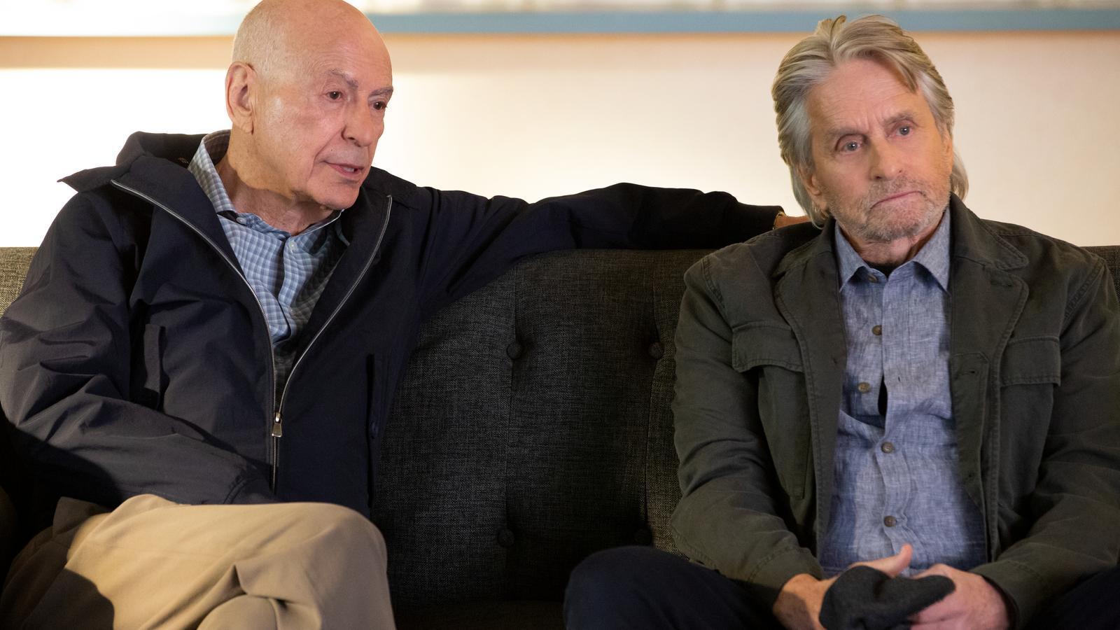 Alan Arkin i Michael Douglas en una escena d''El método Kominsky'