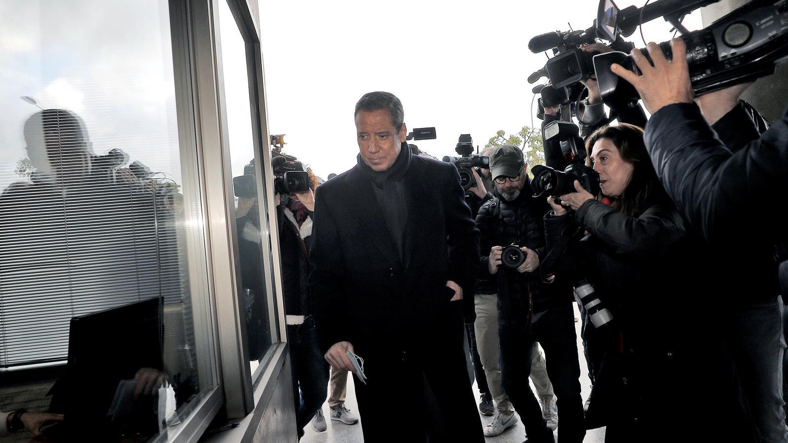 L'expresident del govern valencià, Eduardo Zaplana, ha de signar cada dilluns al jutjat de guàrdia per complir amb el règim de llibertat provisional