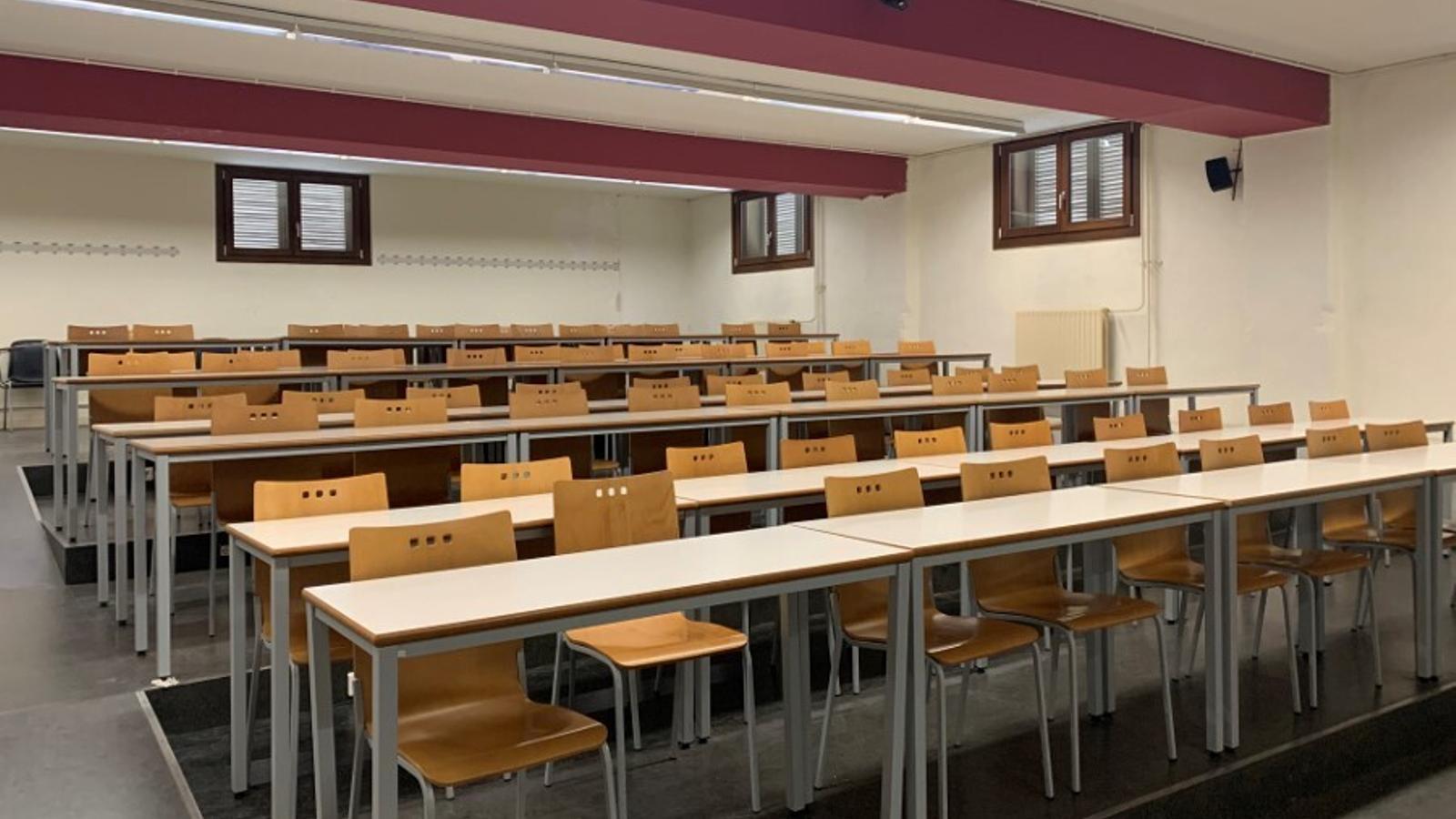 Imatge d'una aula buida de Facultat de Lleida de la Universitat de Lleida.