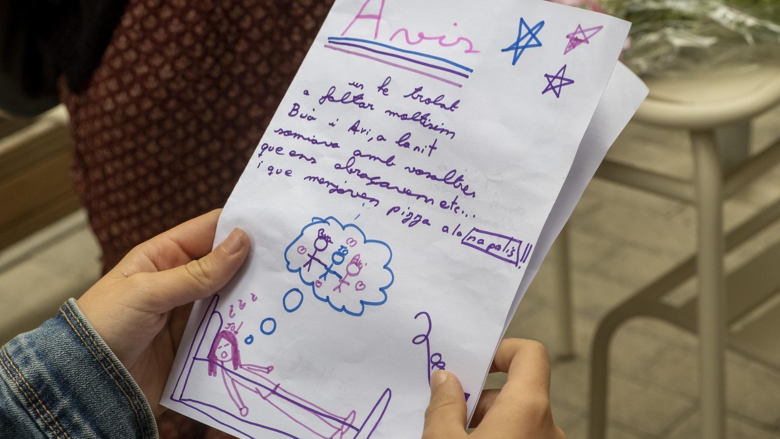 La carta que han regalat l'Alina i la Bruna als seus avis en el seu retrobament.