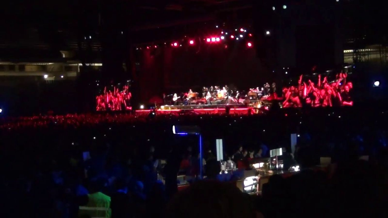 Bruce Springsteen interpreta 'You can look (But you better not touch)'