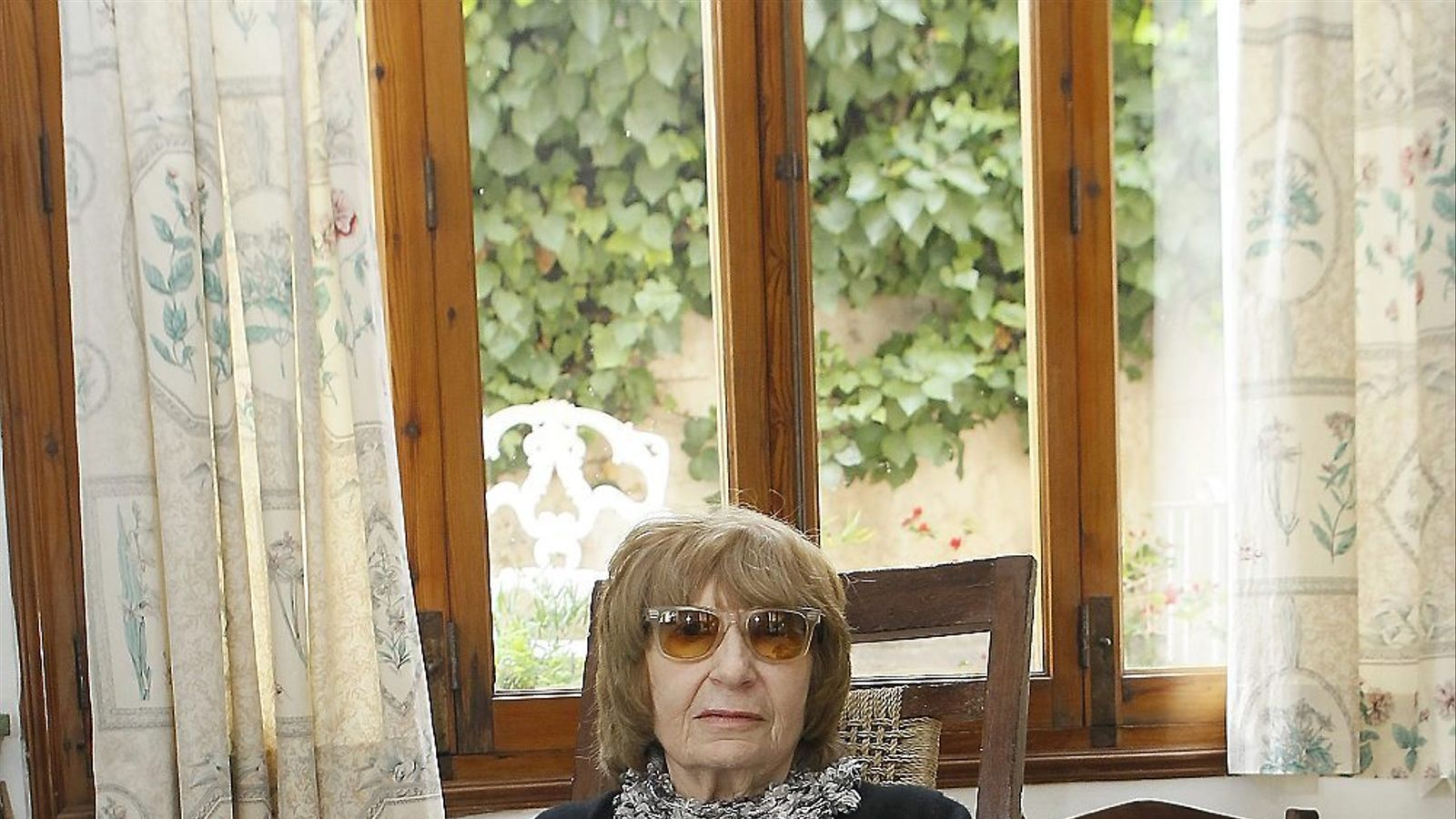 """Antònia Vicens: """"L'escriptor ha de saber ser dona, dimoni o gos. La ploma no té sexe"""""""