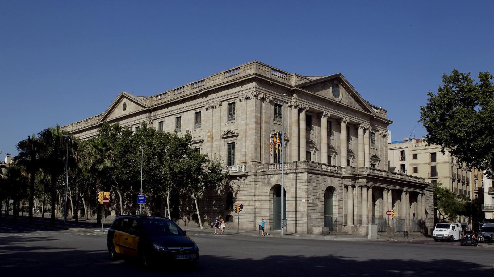 L'edifici de la Llotja de Mar és on es va fundar la Cambra de Comerç de Barcelona, l'any 1886.