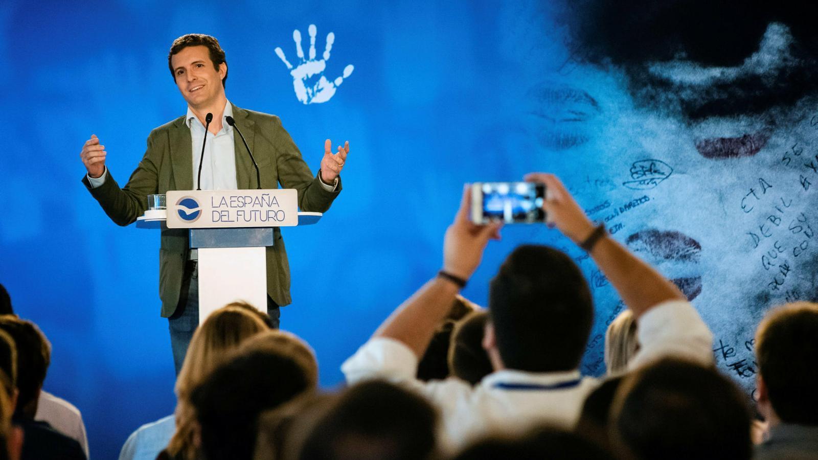 El president del PP, Pablo Casado, durant la seva intervenció dissabte a Vitòria, al País Basc.