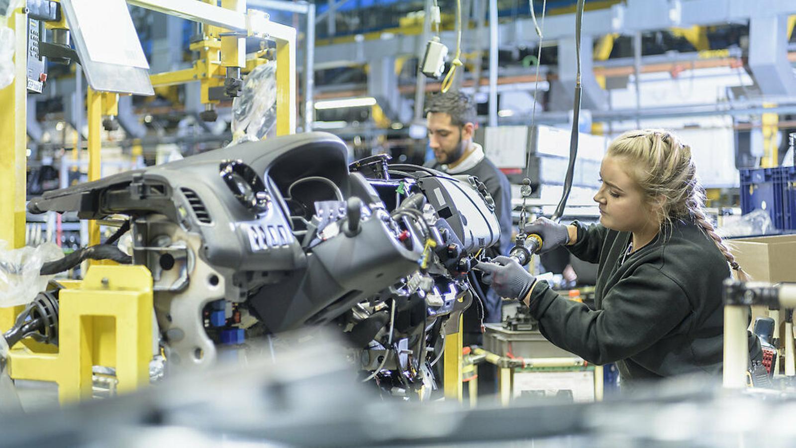 Enfonsament econòmic sense precedents: el PIB català cau un 20% i l'espanyol un 22%
