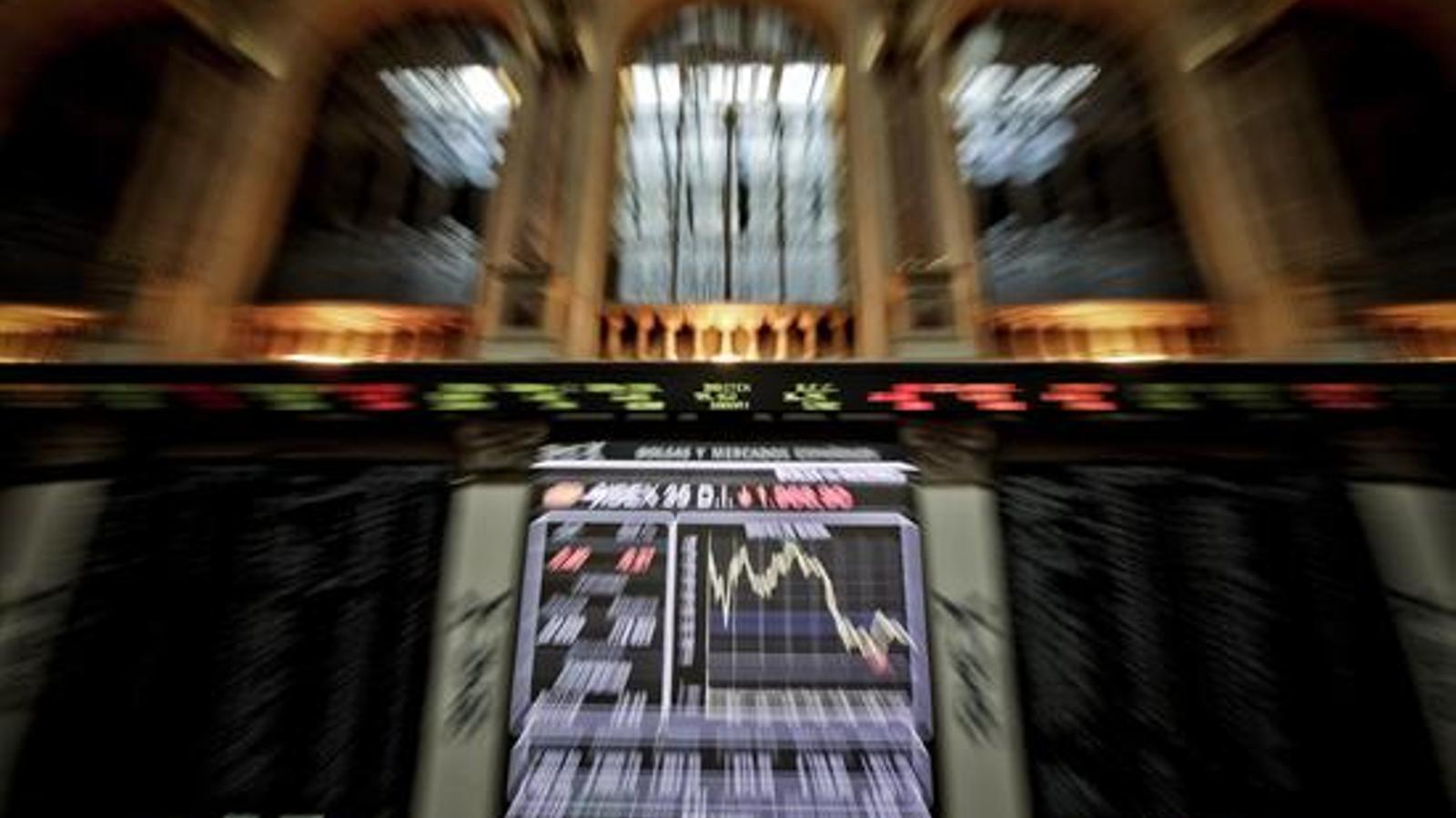 La prima de risc es modera després de la pujada per l'anunci d'activar el 155